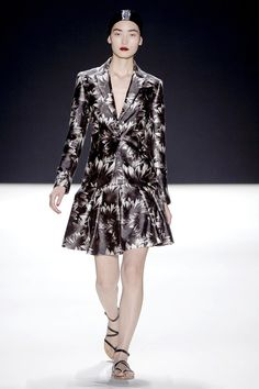 Naeem Khan Spring 2013 Ready-to-Wear Collection Photos - Vogue#1#2