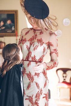 Vestido de invitada de alta costura Teresa Palazuelo. Elegante, sofisticado y a la última moda.