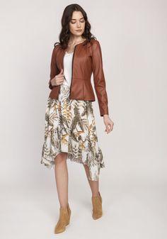 Klasyczny w formie żakiet zapinany na zamek błyskawiczny, wykonany z wysokiej jakości eko-skóry. Pionowe szwy sprawiają, że idealnie układa się na sylwetce i optycznie ją wyszczuplają. Lekko rozszerzany dół modeluje talię. Praktyczny i niezastąpiony w każdej garderobie. Lace Skirt, Bohemian, Floral, Skirts, Style, Fashion, Swag, Moda, Skirt