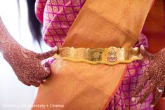 An Indian bride gets ready for her wedding ceremony! Indian Wedding Jewelry, Indian Jewelry, Bridal Jewelry, Gold Jewelry, Gold Necklace, Antique Jewellery Designs, Indian Jewellery Design, Jewelry Design Earrings, Necklace Designs