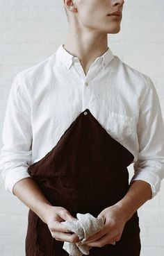 Linen Barista Button Apron Kitchen Towel Natural Ouur by Kinfolk. Photo by Parker Fitzgerald. Look Fashion, Mens Fashion, Fashion Design, Restaurant Uniforms, Uniform Design, Apron Designs, Kitchen Aprons, Work Wear, Personal Style