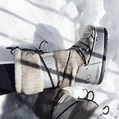 Ok, now it's for real! Kkk Freeeeezing for Jimmy!! ❄️❄️❄️ Manhã INCRÍVEL de shooting na neve para @jimmychoo! Pireeeei nessas botas que ganhei, pena que não dá pra usar em Recife hehe #snowchoos #inmychoos #zermatt #moonboots - See more at: http://iconosquare.com/viewer.php#/detail/1121726794937128912_4504340