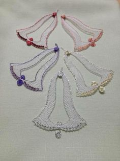 Lace Heart, Lace Jewelry, Crochet Patterns For Beginners, Bobbin Lace, Paper Quilling, Lace Detail, Diy And Crafts, Christmas Decorations, Xmas