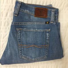 """Lucky Brand- Sienna Tomboy Crop Jeans 29"""" inseam. Never worn, new without tags. This material feels super comfy. I bought these and ripped the tag off, hoping I would fit back in them one day. But it's time to part ways.  comment with questions and feel free to make an offer! Lucky Brand Jeans Ankle & Cropped"""