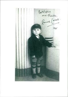 """PHOTOGRAPH OF RONNIE Corbett - $23.90. BUY UNIQUE VINTAGE PHOTOS Photograph of Ronnie Corbett If you like this photograph buy it now because it is the only copy. Size of photo: 8.2"""" x 11.8"""" 1991.01.21 - Id: 2105160 Ronnie Corbett wasn't picked on at school and never worried about his height - until he discovered girls. He recalls trying to pick shorter girls to ask to dance or he was sure he would be rejected. tele-13919c - 1 Ronnie Corbett tele-13919c - 1 1991.01.21 1/21/1991 Front ... Rare Images, Us Images, Image Archive, Photo Archive, Vintage Photographs, Vintage Photos, Ronnie Corbett, Who Is Your Father, Selling Photos"""