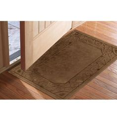 Low-profile mat traps dirt and water while providing maximum door clearance.