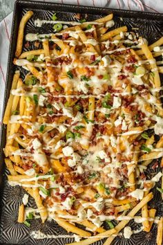 Nothing makes game day delicious more than 3 CHEESE BACON RANCH FRIES. This easy and fun appetizer takes crispy fries and tops them with ranch seasoning, bacon, cheddar, mozzarella, and feta. A perfect side dish or party food! Best Appetizers, Appetizer Recipes, Party Appetizers, Bacon Cheese Fries, Nacho Cheese Fries Recipe, Bacon Ranch Fries Recipe, Grilled Cheese Recipes, Bacon Bacon, Bacon Recipes