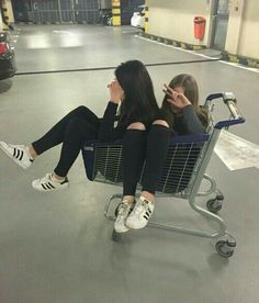 / A R Y A / / best friend besties sisters goals bff travel with bff photog Bff Pics, Photos Bff, Friend Photos, Tumblr Bff, Friend Tumblr, Tumblr Girls, Sisters Tumblr, Goals Tumblr, Frases Tumblr