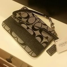 Coach wristlet brand new Coach wristlet new with tag Coach Bags Clutches & Wristlets