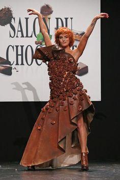 Salon du chocolat 2015: le défilé de robes avec Fauve Hautot, Alizée, Camille Cerf... - L'Express Styles