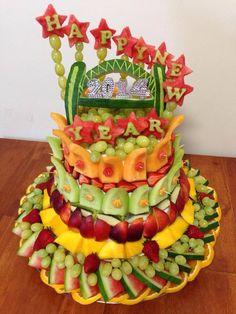 Fruit art that is a cake. Fruit art that is a cake. Rainbow Fruit Trays, Watermelon Fruit, Fruit Tray Designs, Fruit Presentation, Edible Fruit Arrangements, Fruits Decoration, Fruit Buffet, Fruit Creations, Food Art For Kids
