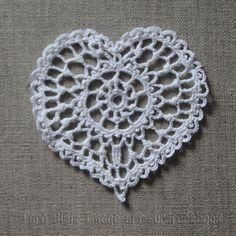 Cœur au crochet dentelle fine blanche - fête des mères, décoration de noël, mariage, fiançailles, dîner amoureux, applique