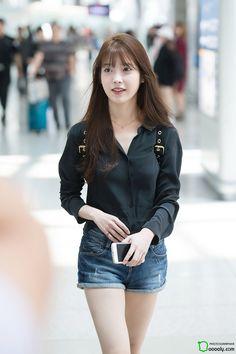 """iumushimushi: """" 160826 IU @ Incheon Airport departing for ShenZhen by Dooooly """" Iu Fashion, Korean Fashion, Kpop Girls, Kpop Girl Groups, Iu Hair, Korean Actresses, Korean Celebrities, Beautiful Asian Girls, Asian Beauty"""