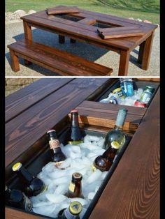Mesa com refrigerador