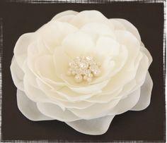 Diamond White Whimsical Hair Flower...  Flor con brillantes para el cabello...