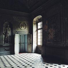 Chateau de Tanlay French Interior, Classic Interior, French Architecture, Architecture Design, Monuments, Chateau De Gudanes, Dark Castle, Art Nouveau Furniture, French Castles