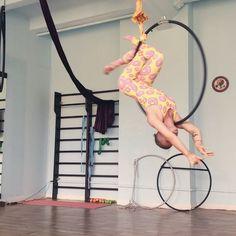 """@consumeri.homo on Instagram: """"#aerialhoop #aerialring #lyra #hoop #balance #рабочиемоменты Колечко крутится- пончик мутится"""""""