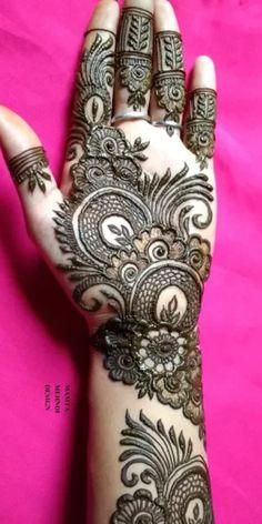 Best 11 Mehndi henna designs are always searchable by Pakistani women and girls. Women, girls and also kids apply henna on – SkillOfKing. Khafif Mehndi Design, Floral Henna Designs, Latest Bridal Mehndi Designs, Back Hand Mehndi Designs, Mehndi Designs Book, Simple Arabic Mehndi Designs, Mehndi Designs 2018, Mehndi Designs For Girls, Mehndi Design Photos