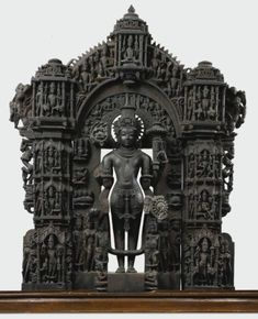 An Exceptional and Highly Important Black Stone Vaishnavite Stele Height: 38 in. Indian Temple Architecture, Ancient Architecture, Art And Architecture, Hindu Statues, Stone Statues, Angel Statues, Temple India, Lord Vishnu Wallpapers, Asia