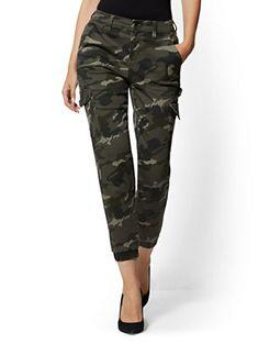 High-Waisted Cargo Ankle Pants - Camo - New York & Company Diva Fashion, Fashion Outfits, Fashion Women, Pink Camo, Women's Camo, Camouflage Jeans, Ankle Pants, Pants Outfit, Jean Outfits