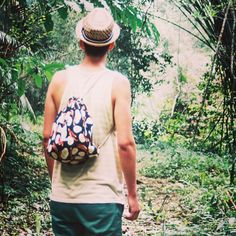Die schönsten Geschenke sind selbst gemacht! Überrasche deine Liebsten mit einem selbst genähten Turnbeutel. Bei über 2000 Stoffen ist für jede(n) das richtige dabei! #diy #geschenk #selbst #selber #nähen #geschenkidee #selbstgemacht #selbermachen #turnbeutel #anleitung für #anfänger #einfach #festival #festivalbag #raverbag Panama Hat, Tank Man, Hats, Mens Tops, Simple, Cinch Bag, Gymnastics, Homemade, Tutorials