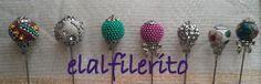 Alfileres bolas. Disponible en diferentes colores, formas, estilos...
