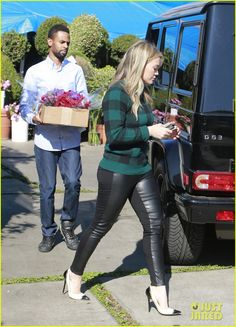 Hilary Duff: Thanksgiving Day Flowers at Empty Vase! | Hilary Duff Photos | Just Jared