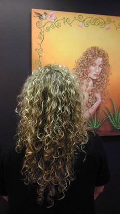 blonde balayage on curly hair Layered Curly Hair, Afro Textured Hair, Colored Curly Hair, Long Curly Hair, Curly Hair Styles, Natural Hair Styles, Blonde Curls, Blonde Balayage, Gypsy Hair