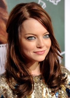 Emma Stone wavy hair #hairstyle - See more stunning hair design at Stylendesigns.com!