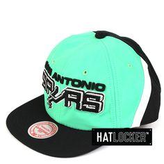 best sneakers 10d6a d2eb6 Mitchell   Ness - San Antonio Spurs Anorak Snapback