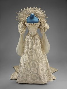 """Worth """"Duchess of Savoia"""" fancy dress worn by Winifred, Duchess of Portland to the Devonshire House Ball, July 2, 1897  V&A museum"""