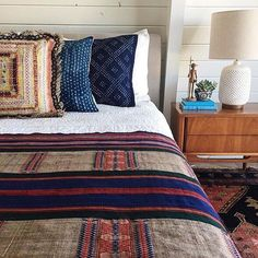 Some bedroom inspiration from @thebeachlodge with her #francesloom rug and some seriously good textiles. #FLinspired #rugslinger #interiors