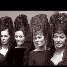 Spanish Mantillas made of different laces and fabrics Spanish Woman, Spanish Style, Mantilla Semana Santa, Headdress, Headpiece, Spanish Veil, Spanish Costume, Mexico People, Flamenco Costume