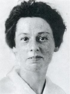 At the time of Titanic's voyage, Mary Davis was a young English woman who was sailing to New York in the hopes of finding work. She survived the sinking, and later married and had one child. Davis lived to be older than any other Titanic survivor, dying in 1987 in Syracuse, New York at the age of 104.
