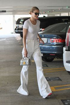 Your source for all things Gigi White Flare Pants, White Pants Outfit, Flare Jeans, Bella Hadid Outfits, Bella Hadid Style, Bella Hadid Sister, Gigi Hadid Images, Smoking, Model Street Style