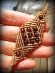 ざくろ色ガーネットのハンドメイド手編みブレスレット*マクラメ*天然石パワーストーン