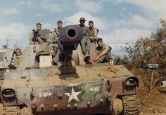 Tank M-109 self-propelled howitzer, Khe Sanh, 1971