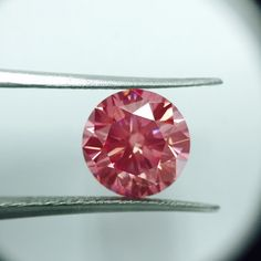 5 carat Round VV2 Fancy Vivid Pink Diamond