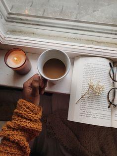 dusk to dawn Coffee To Go, Coffee Is Life, I Love Coffee, Coffee Art, Coffee Break, Cozy Aesthetic, Autumn Aesthetic, Coffee Candle, Autumn Morning