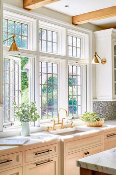 Home Decor Kitchen, Interior Design Kitchen, Home Kitchens, Country Interior Design, Country Kitchen Designs, Country Kitchen Lighting, Dream Kitchens, Luxury Kitchens, Dream Home Design