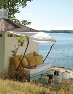Stacking crates to make this in MY backyard! So relaxing:)