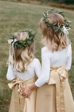 20 Fall Flower Girl Outfits That Are Just Too Cute: Beige maxi skirts, white shirts and greenery crowns Flower Girls, Winter Flower Girl, Flower Girl Outfits, Flower Girl Crown, Winter Flowers, Flower Crowns, Fall Flower Crown, Gold Flower Girl Dresses, Flower Girl Headpiece