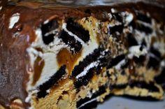 Oreo torta.  Imperdible torta helada!! Realizada con galletitas Oreo,dulce de leche natural,crema y una suave mousse de dulce de leche. La Preferida de muchos!! Y nuestra preferida shhh!! ;)