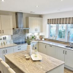 Everything's ok people.it's Friday . Diy Kitchen Decor, Kitchen Interior, Kitchen Design, Kitchen Ideas, Kitchen Worktop, Granite Kitchen, Granite Worktops, Bellway Homes Kitchens, Dream Kitchens