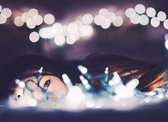 New Photography Women Back Lighting Ideas Fairy Light Photography, Tumblr Photography, Photography Women, Portrait Photography, Photography Ideas, Pose Portrait, Light Shoot, Artsy Photos, Creative Portraits