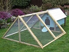 Building A Chicken Coop - - Building a chicken coop does not have to be tricky nor does it have to set you back a ton of scratch. Chicken coop - Building a chicken coop does not have to be tricky nor does it have to set you back a ton of scratch. Chicken Coop Pallets, Backyard Chicken Coop Plans, Small Chicken Coops, Chicken Barn, Easy Chicken Coop, Chicken Coop Signs, Portable Chicken Coop, Backyard Poultry, Chicken Tractors