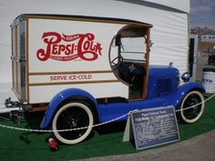 This is neat! Vw Vintage, Vintage Trucks, Retro Advertising, Vintage Advertisements, Classic Trucks, Classic Cars, Pin Up Girls, Pepsi Cola, Coke