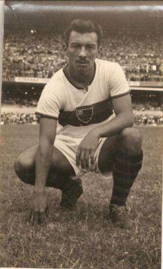 Biguá - 1953 - lateral direito, jogou entre 1941 e 1953 no Flamengo, um total de 390 jogos (revista do Esporte).