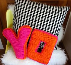 DIY: crochet alphabet pillows