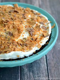 With a chocolate Oreo crust, a homemade Butterfinger ice cream filling, fluffy whipped topping, and even more Butterfingers on top, every single bite of this pie is unbelievably delicious! Cream And Fudge, Oreo Ice Cream, Cream Cake, No Bake Desserts, Just Desserts, Candy Recipes, Dessert Recipes, Yummy Recipes, Butterfinger Ice Cream